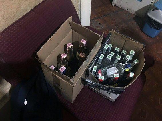 """Харьковчанин сдал полиции """"наливайку"""", где нашли 140 бутылок поддельной водки (ФОТО), фото-2"""