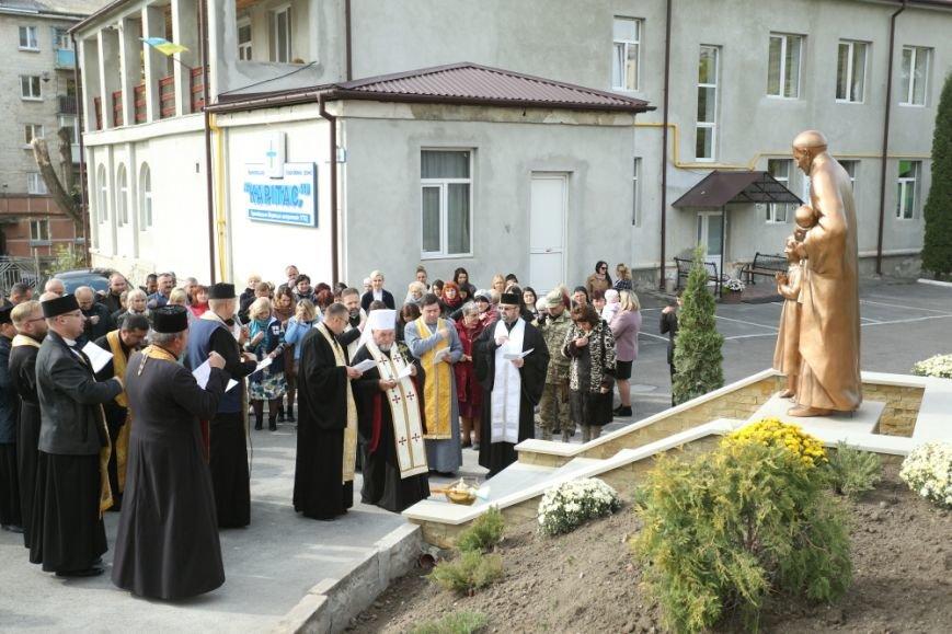 У Тернополі відкрили пам'ятник святому Вінсенту (Фото), фото-1