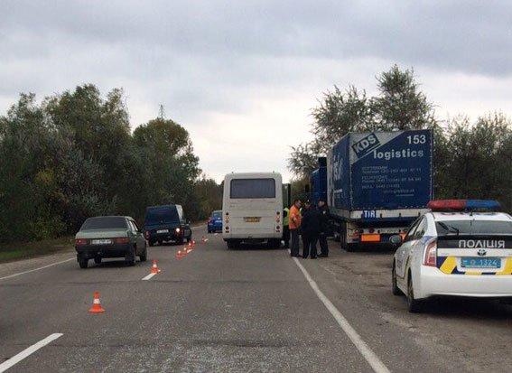 ДТП в Кременчуге: автобус столкнулся с фурой. Есть пострадавшие (ФОТО), фото-1