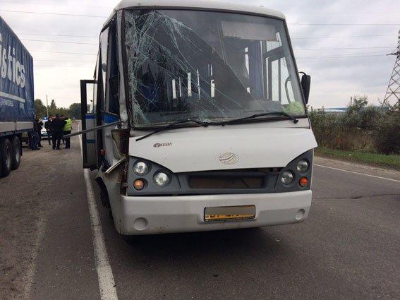 ДТП в Кременчуге: автобус столкнулся с фурой. Есть пострадавшие (ФОТО), фото-2