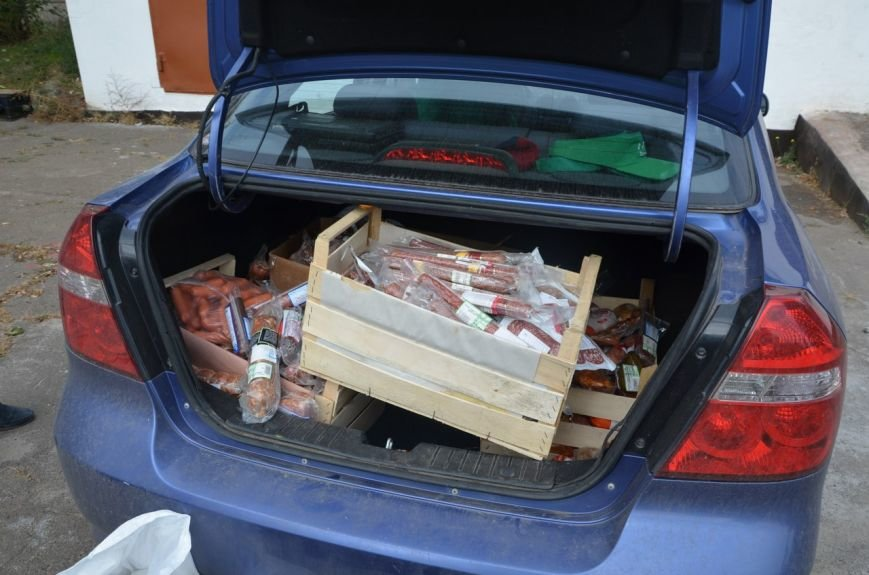 В  Мариуполе бездомных собак накормили элитной колбасой (ФОТО+ВИДЕО), фото-1