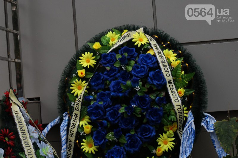 Сотни криворожан пришли проститься с погибшим в АТО Героем Денисом Бондарем (ФОТО), фото-7
