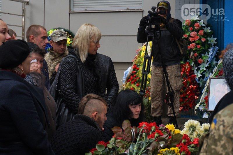 Сотни криворожан пришли проститься с погибшим в АТО Героем Денисом Бондарем (ФОТО), фото-5