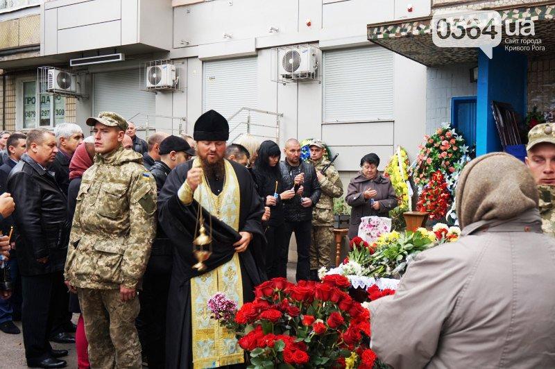 Сотни криворожан пришли проститься с погибшим в АТО Героем Денисом Бондарем (ФОТО), фото-15