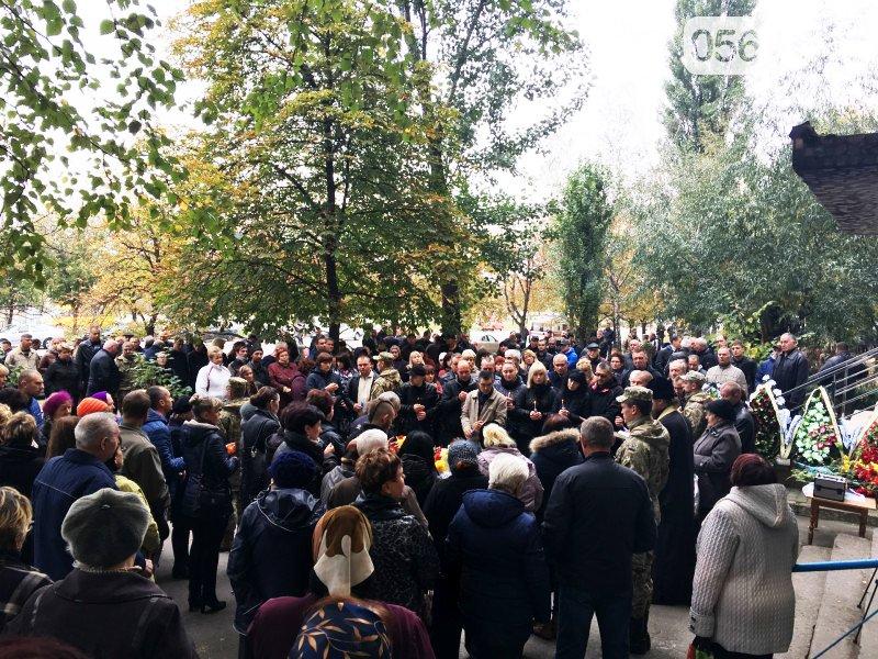 Сотни криворожан пришли проститься с погибшим в АТО Героем Денисом Бондарем (ФОТО), фото-10