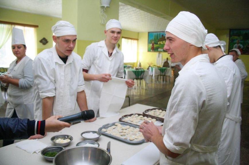 Ребята из Кременчугской воспитательной колонии выучились на поваров, фотографов и операторов ПК (ФОТО), фото-1