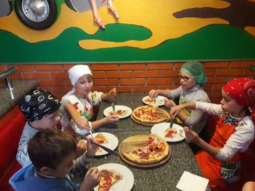 Дітей переселенців та учасників АТО вчили власноруч готувати піцу (ВІДЕО), фото-4