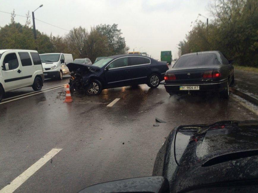 У Львові внаслідок зіткнення автомобілів загинуло двоє людей: перші фото з місця ДТП, фото-1