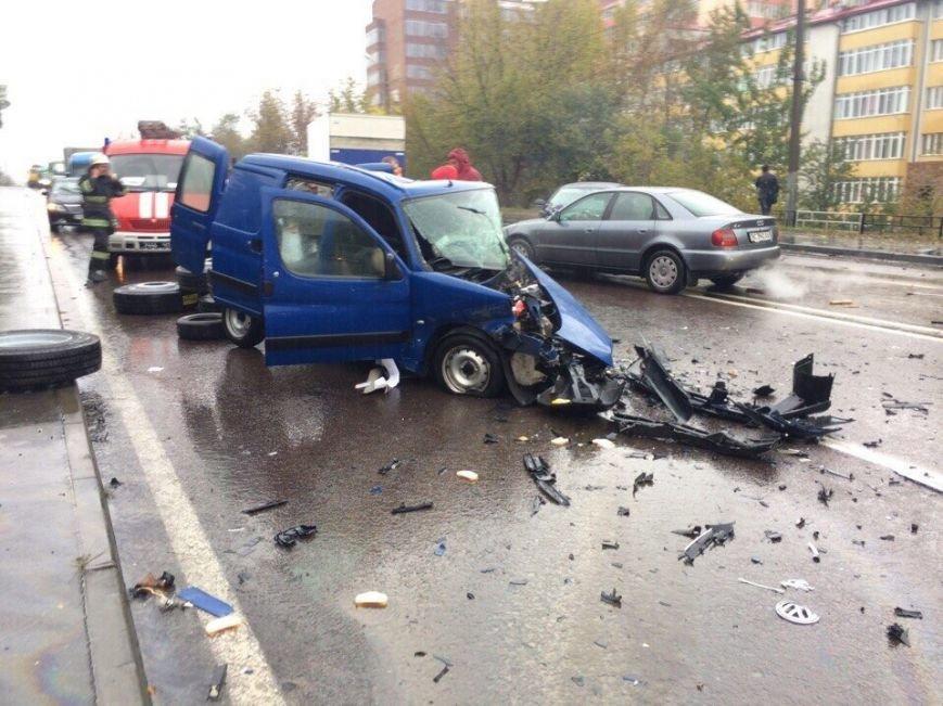 У Львові внаслідок зіткнення автомобілів загинуло двоє людей: перші фото з місця ДТП, фото-3
