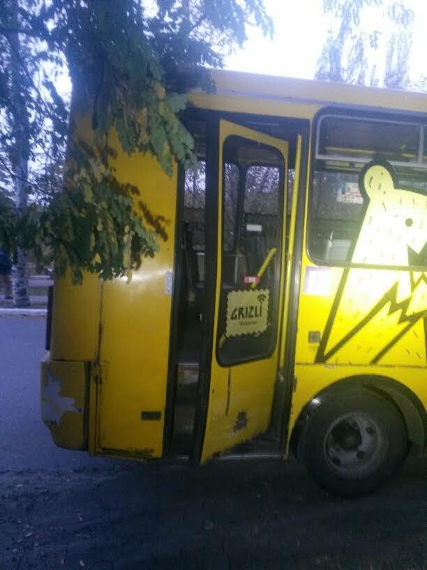 В Мариуполе столкнулись такси и маршрутка (ФОТО), фото-7