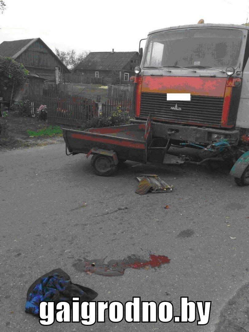 Конфликт сельхозтехники: рядом с Зельвой пенсионер выезжал на повозке со своего двора и угодил под МАЗ, груженый сеном, фото-2