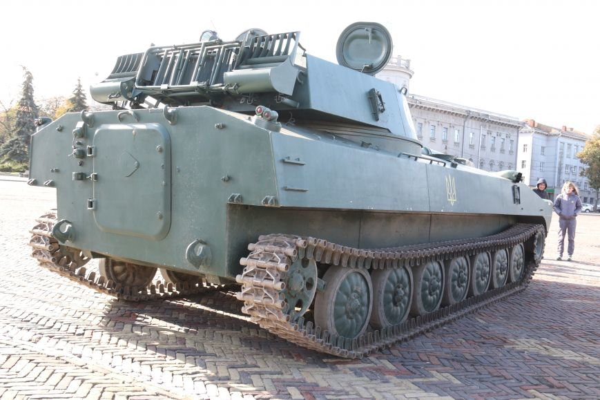 На Красной площади в Чернигове сегодня с самого утра стоят танки, фото-1