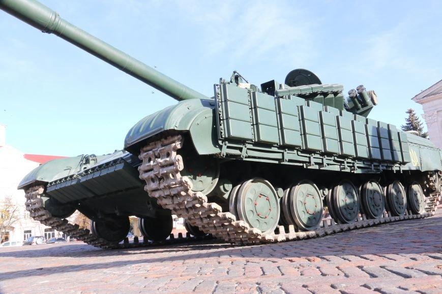 На Красной площади в Чернигове сегодня с самого утра стоят танки, фото-3