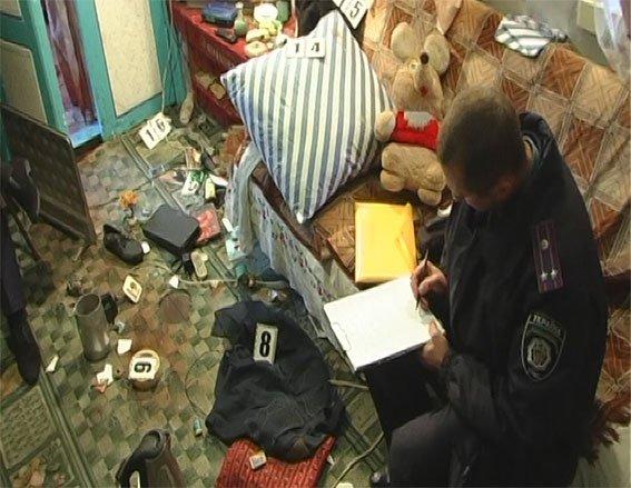 На Полтавщине сёстры-близняшки убили мужчину ножом и бутылкой (ФОТО), фото-1