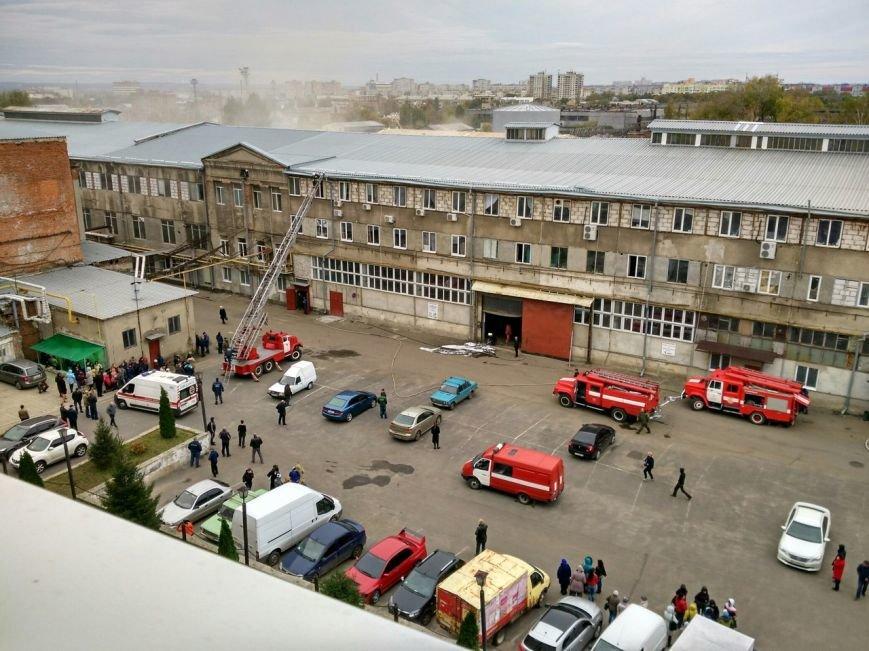 В Харькове горит подпольный швейный цех (ФОТО), фото-1