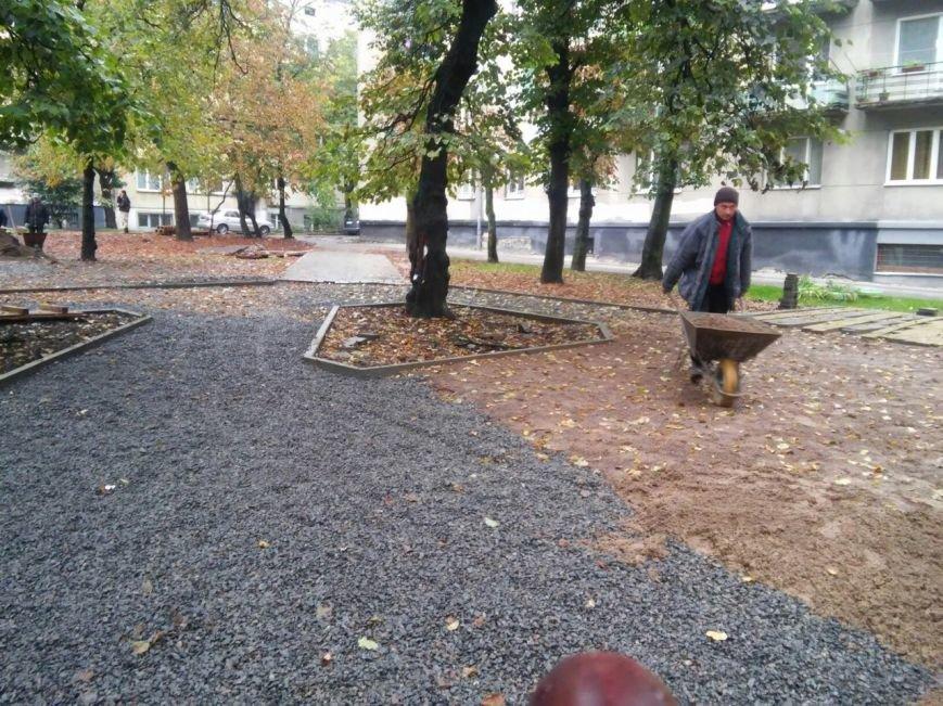 На реконструкцію площі Вишиваного витратять 633 тисячі гривень  (ФОТО), фото-3