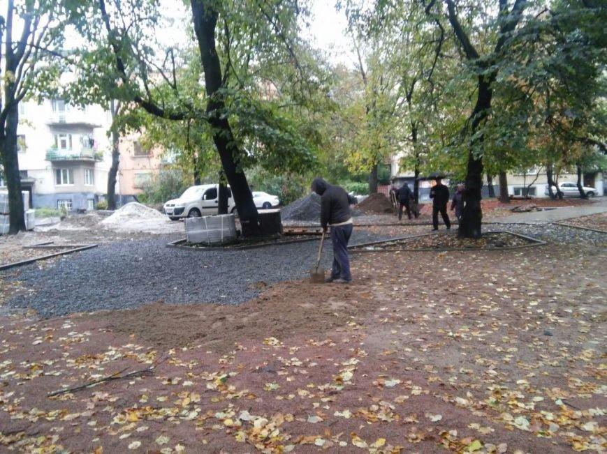 На реконструкцію площі Вишиваного витратять 633 тисячі гривень  (ФОТО), фото-2