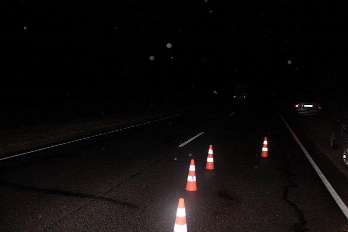 Рядом со Слонимом буксируемый грузовик сбил не обозначенного в темноте пешехода: поиск очевидцев, фото-1