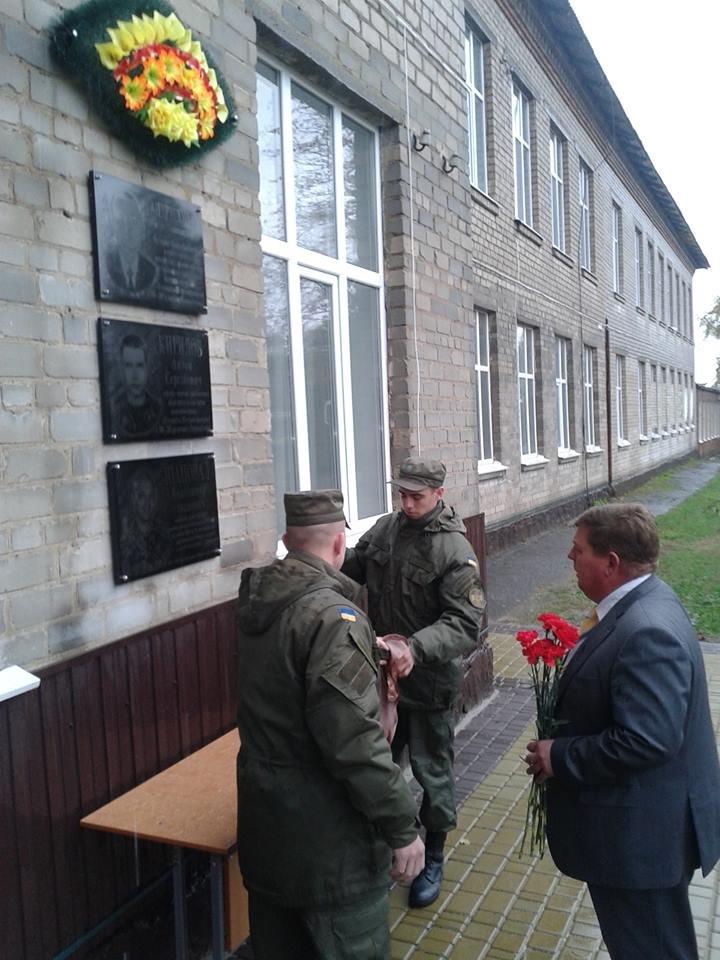 Под Кремечнчугом, в Песчаном открыли три памятных доски, посвященных погибшим в АТО военным, фото-12