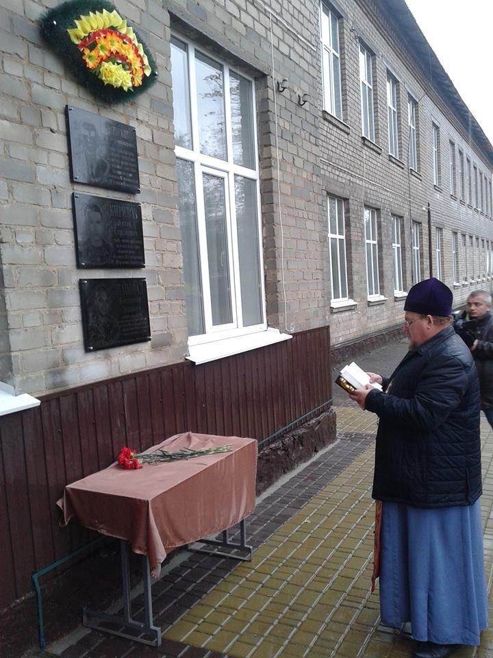 Под Кремечнчугом, в Песчаном открыли три памятных доски, посвященных погибшим в АТО военным, фото-13