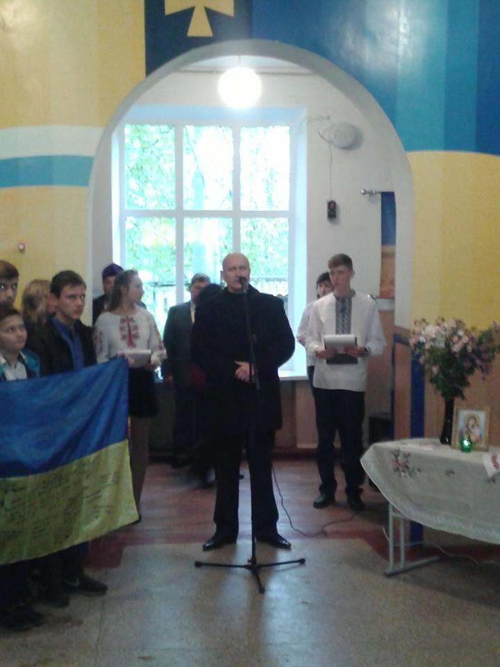 Под Кремечнчугом, в Песчаном открыли три памятных доски, посвященных погибшим в АТО военным, фото-4