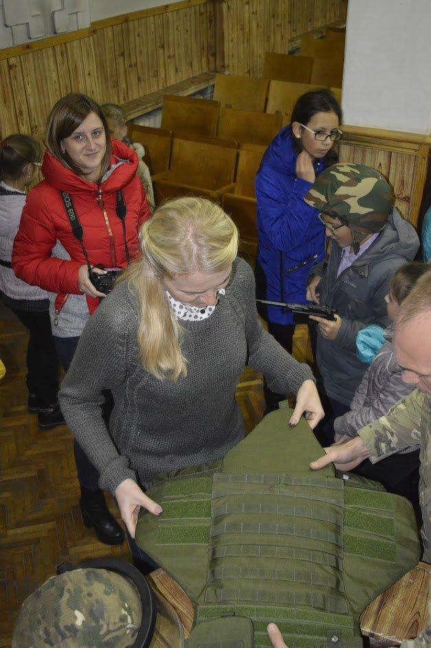 Кременчугские школьники побывали на тренировочной базе СБУ, фото-2