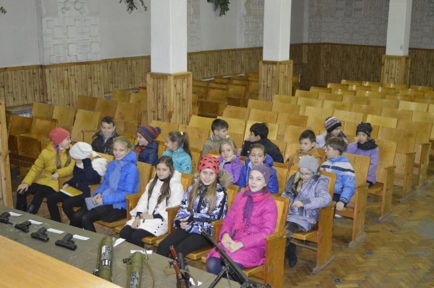 Кременчугские школьники побывали на тренировочной базе СБУ, фото-3