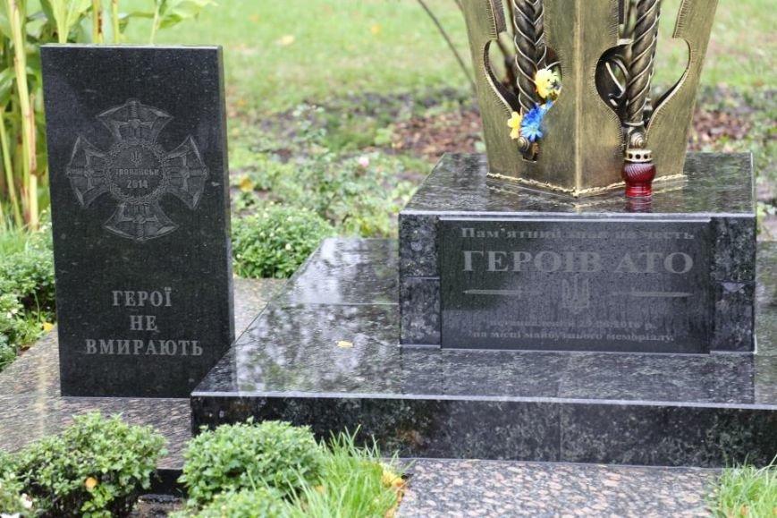 Кременчужане возложили цветы к памятнику погибшим защитникам Украины (ФОТО), фото-2