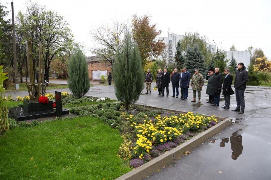 Кременчужане возложили цветы к памятнику погибшим защитникам Украины (ФОТО), фото-14