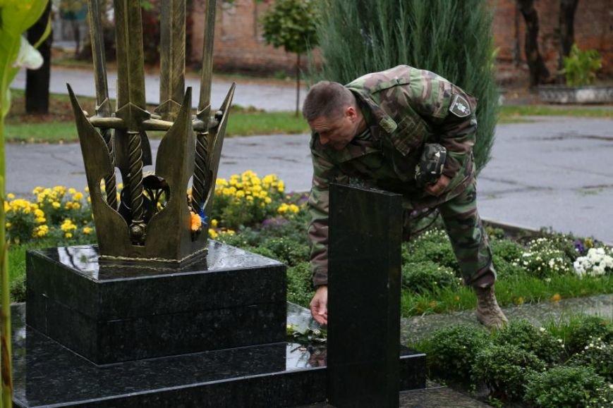 Кременчужане возложили цветы к памятнику погибшим защитникам Украины (ФОТО), фото-4