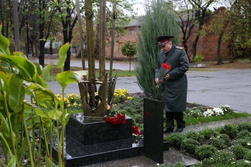 Кременчужане возложили цветы к памятнику погибшим защитникам Украины (ФОТО), фото-7