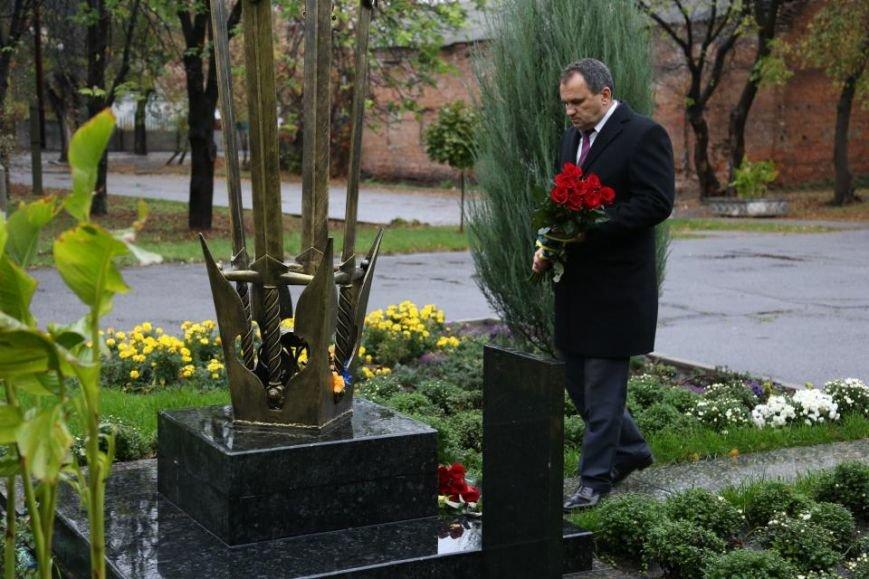 Кременчужане возложили цветы к памятнику погибшим защитникам Украины (ФОТО), фото-6