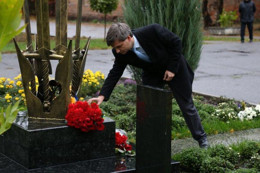 Кременчужане возложили цветы к памятнику погибшим защитникам Украины (ФОТО), фото-12