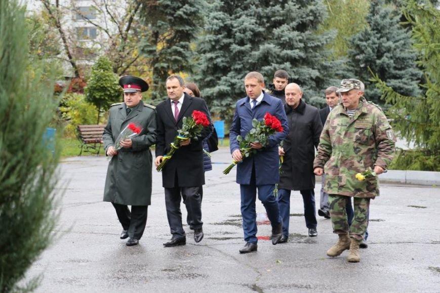 Кременчужане возложили цветы к памятнику погибшим защитникам Украины (ФОТО), фото-3