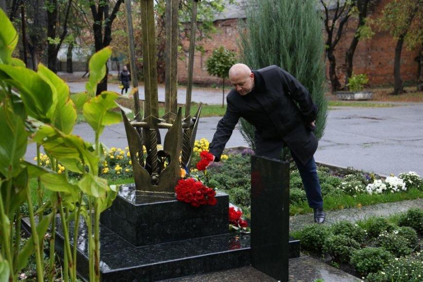 Кременчужане возложили цветы к памятнику погибшим защитникам Украины (ФОТО), фото-11