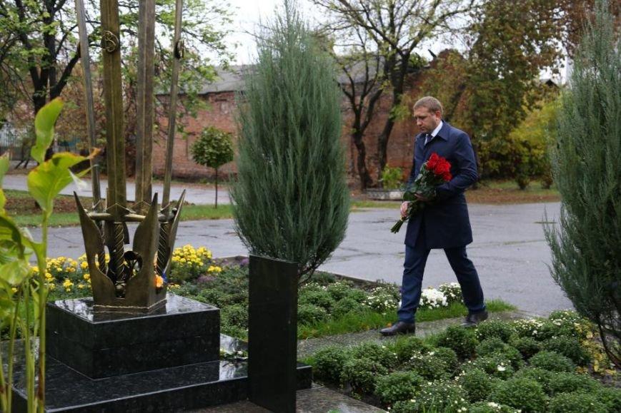 Кременчужане возложили цветы к памятнику погибшим защитникам Украины (ФОТО), фото-5