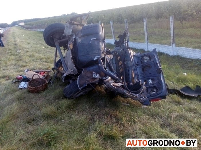 Лобовая авария под Волковыском: Ауди разорвало на части после столкновения с Альфа Ромео, фото-2