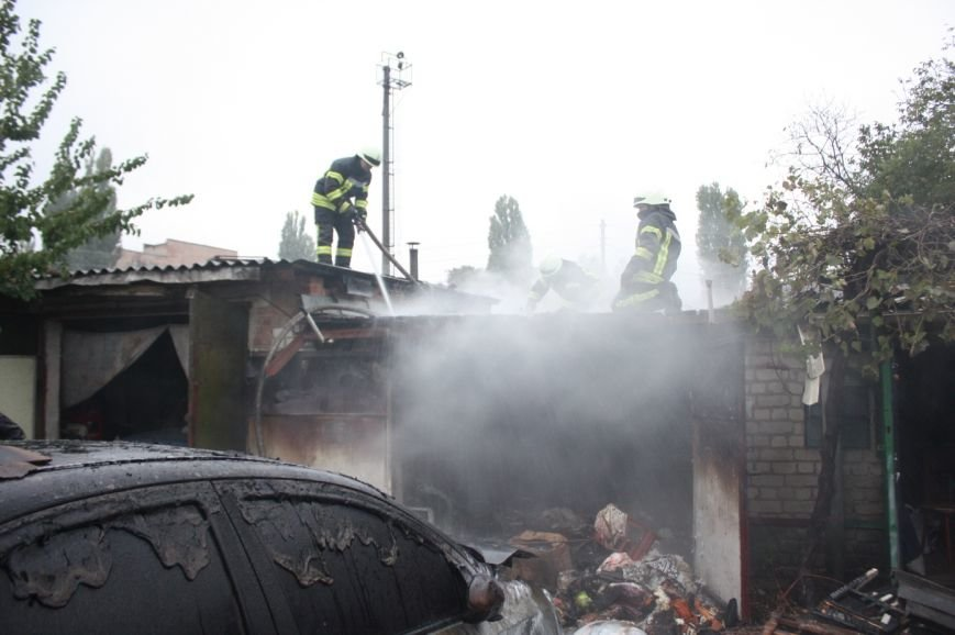 В Кропивницком горел гараж и авто «Chevrolet Aveo» (ФОТО), фото-3