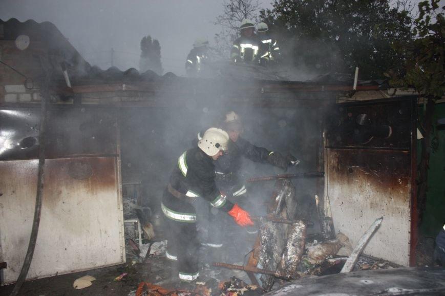 В Кропивницком горел гараж и авто «Chevrolet Aveo» (ФОТО), фото-1