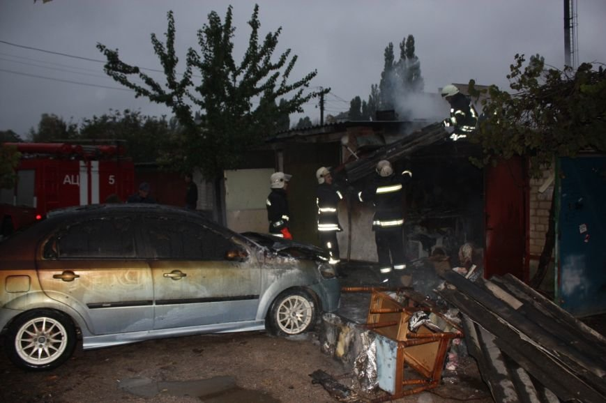 В Кропивницком горел гараж и авто «Chevrolet Aveo» (ФОТО), фото-2