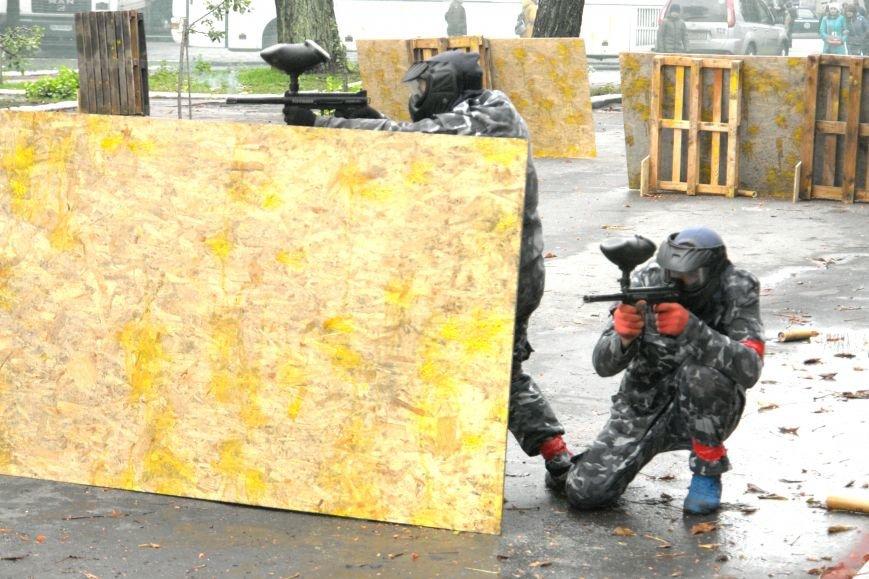 В Покровске (Красноармейске) стреляли... краской, фото-1