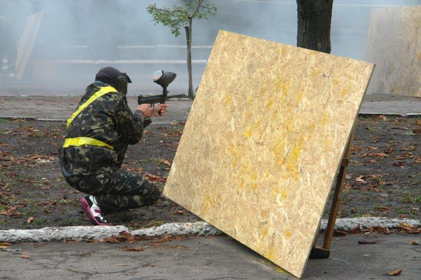 В Покровске (Красноармейске) стреляли... краской, фото-2