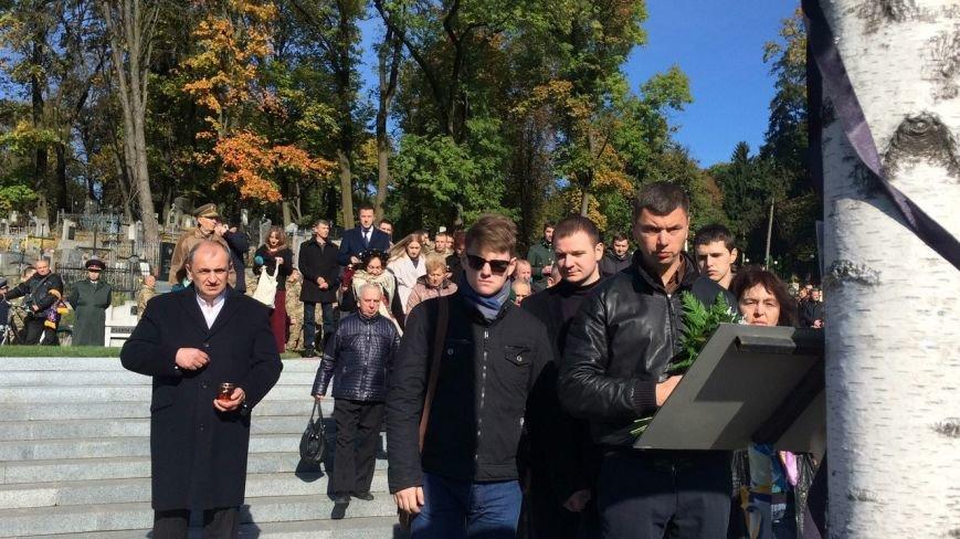 Львів'яни поклали квіти та запалили лампадки біля могил загиблих бійців АТО (ФОТОРЕПОРТАЖ), фото-9