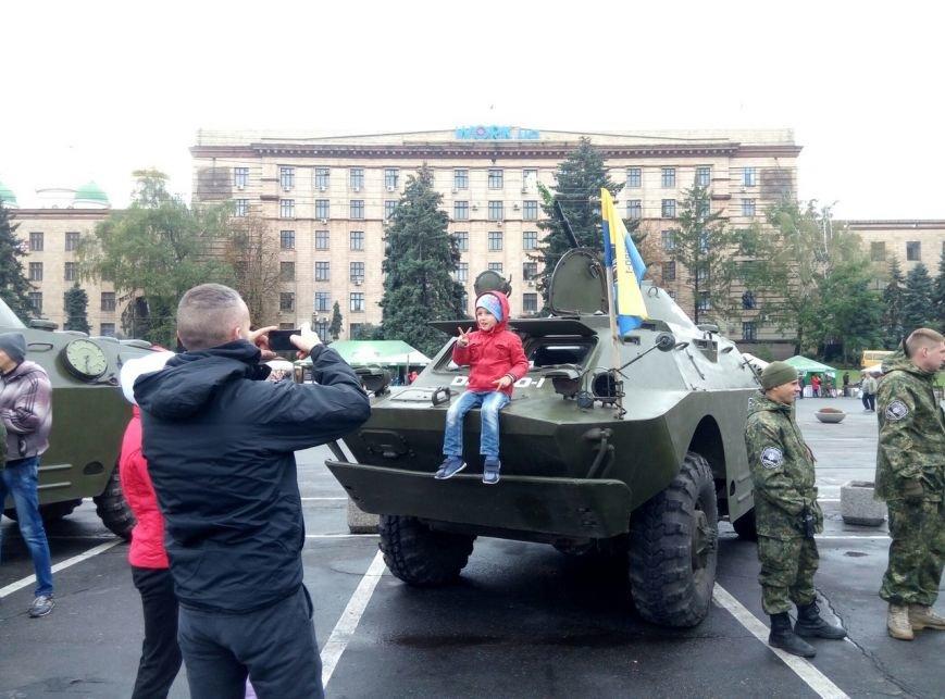 В Днепре День Защитника Украины отметили с песнями и полевой кухней (ФОТО, ВИДЕО), фото-11