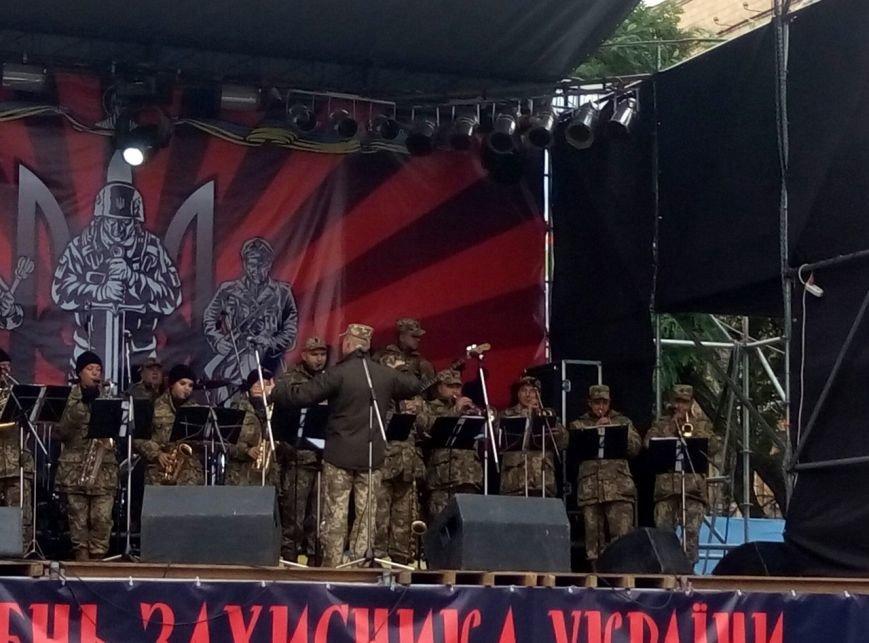 В Днепре День Защитника Украины отметили с песнями и полевой кухней (ФОТО, ВИДЕО), фото-3