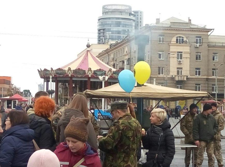 В Днепре День Защитника Украины отметили с песнями и полевой кухней (ФОТО, ВИДЕО), фото-14