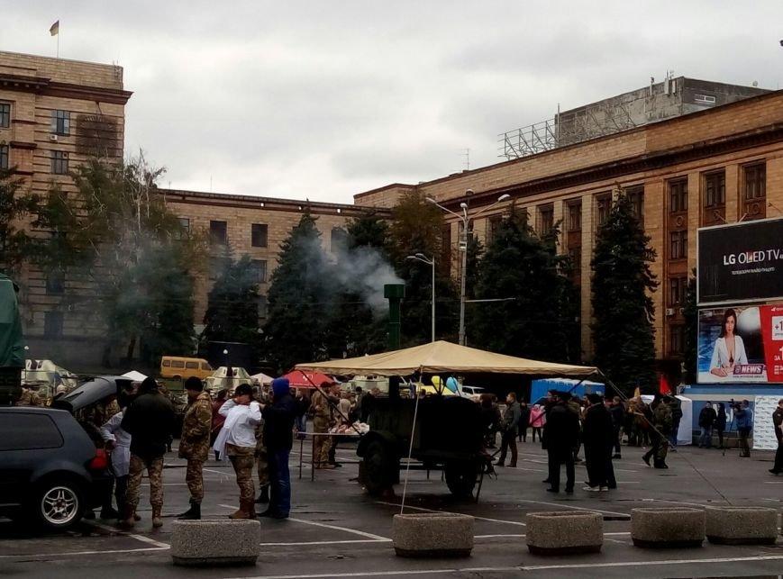 В Днепре День Защитника Украины отметили с песнями и полевой кухней (ФОТО, ВИДЕО), фото-17