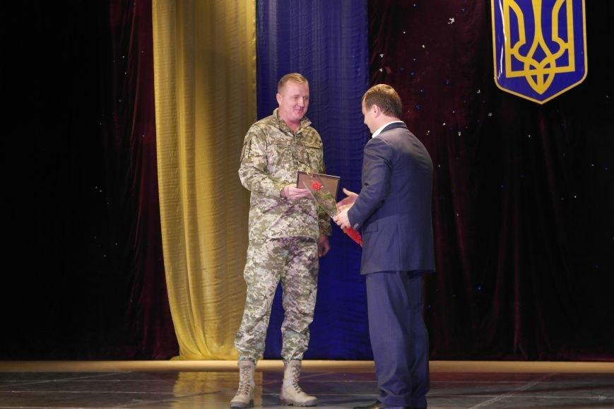 «Слава воїнам АТО»: в Покровске (Красноармейске) поздравили военнослужащих, фото-1
