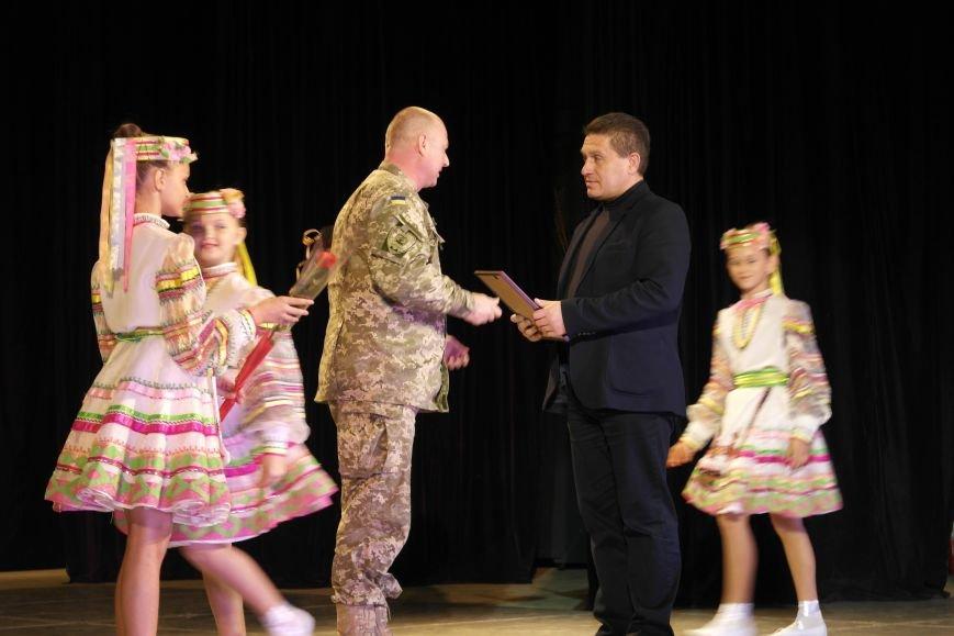 «Слава воїнам АТО»: в Покровске (Красноармейске) поздравили военнослужащих, фото-21