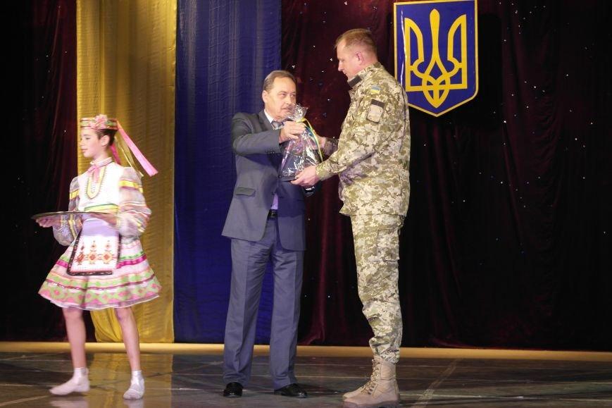 «Слава воїнам АТО»: в Покровске (Красноармейске) поздравили военнослужащих, фото-26